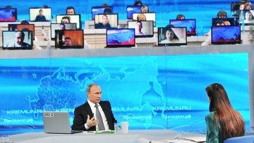 России Владимир Путин во время ежегодной специальной программы Прямая линия с Владимиром Путиным