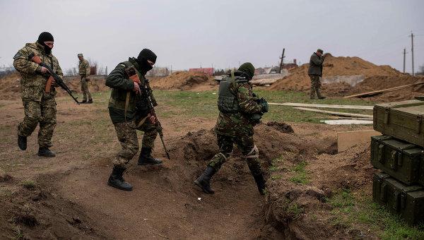 Солдаты ВСУ неподалеку от Широкино, Донецкая область. Архивное фото