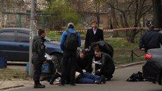 Кадры с места убийства писателя и телеведущего Олеся Бузины в Киеве