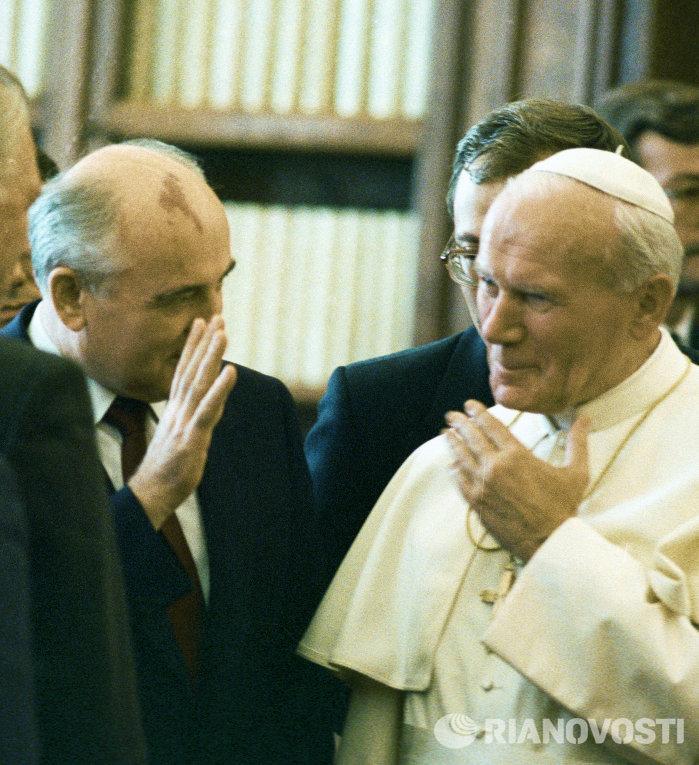 Михаил Горбачев и Папа Римский Иоанн Павел II