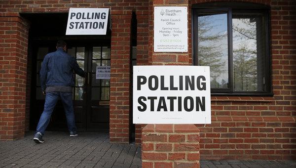 Избирательный участок в Великобритании. Архивное фото