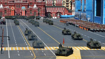 Колонна военной техники во время военного парада в ознаменование 70-летия Победы в Великой Отечественной войне