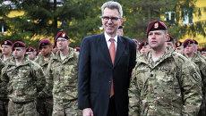 Чрезвычайный и полномочный посол США в Украине Джеффри Пайетт (второй справа). Архивное фото