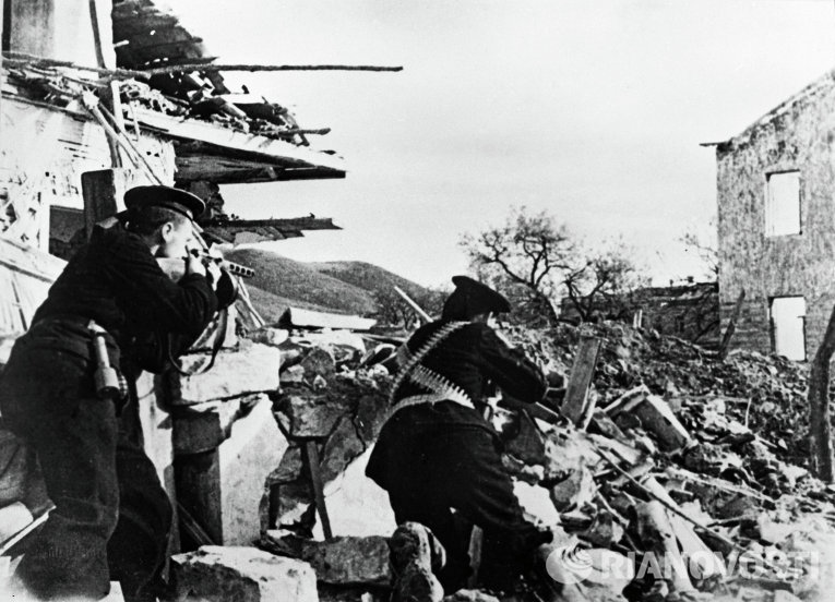 Бойцы морской пехоты сражаются на улицах г. Севастополь