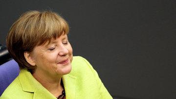 Канцлер Германии Ангела Меркель выступает в Бундестаге накануне отъезда на саммит Восточного партнерства в Риге