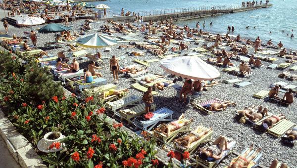 На пляже в Сочи. Архивное фото