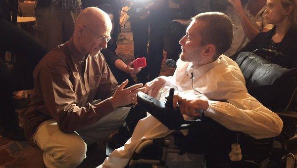 Валерий Спиридонов, кандидат на трансплантацию головы, и доктор Канаверо