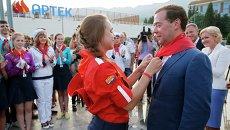 Председатель правительства России Дмитрий Медведев во время посещения международного детского центра Артек в поселке Гурзуф