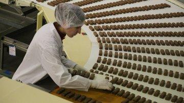 Работа кондитерской фабрики. Архивное фото