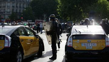 Забастовка таксистов против приложения Uber во Франции. Архивное фото