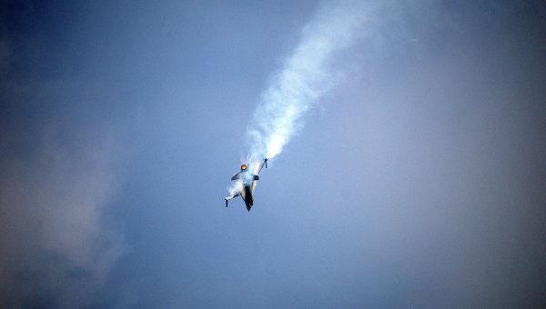 Истребитель F-16 в небе. Архивное фото