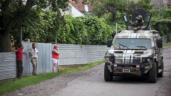Украинские военные возле Мукачево, архивное фото