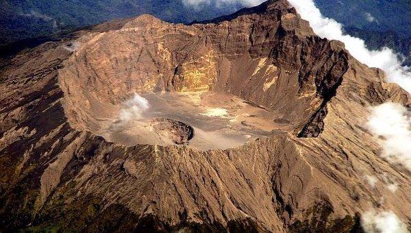 Вулкан Раунг на острове Ява. Архивное фото