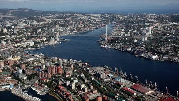 Вид на бухту Золотой Рог во Владивостоке. Архивное фото
