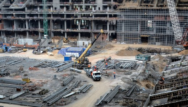 Рабочие на строительной площадке Большой Спортивной Арены Лужники в Москве