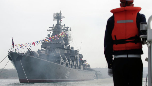 Гвардейский ракетный крейсер Москва Черноморского флота РФ. Архивное фото