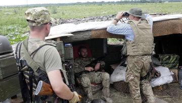 Военнослужащие ВСУ на позициях в Луганской области. Архивное фото
