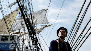 Матрос барка Крузенштерн во время отдыха. Архивное фото