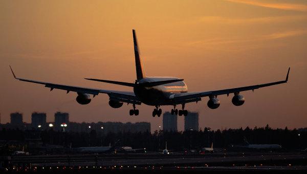 Самолет Ил-96 в аэропорту Шереметьево
