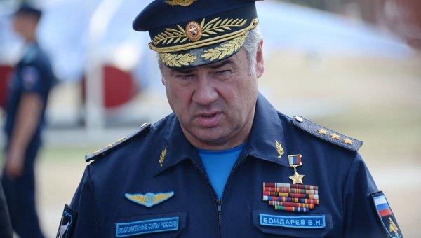 Главнокомандующий Военно-воздушными силами РФ генерал-полковник Виктор Бондарев. Архивное фото