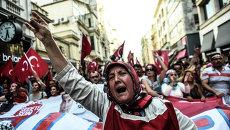 Женщина во время демонстрации против Рабочей партии Курдистана в Стамбуле. Архивное фото