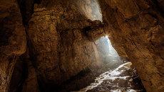 Вход в пещерную систему Илюхина на высоте 2400м
