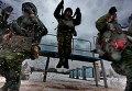 Служащие 98-й гвардейской Свирской воздушно-десантной дивизии воинской части 65 385 города Иваново занимаются тренировкой прыжков с парашютом в Костромской области