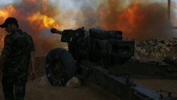 Сирийские военные ведут обстрел позиций исламистов. Архивное фото