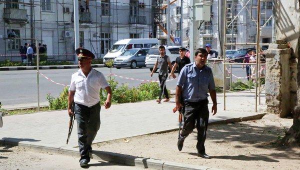 Полиция на улицах Душанбе после вооруженных инцидентов. Архивное фото