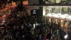 Люди во время эвакуации при землетрясения в Чили