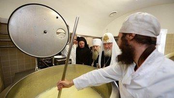Патриарх Московский и всея Руси Кирилл посещает сыроварню Валаамского монастыря