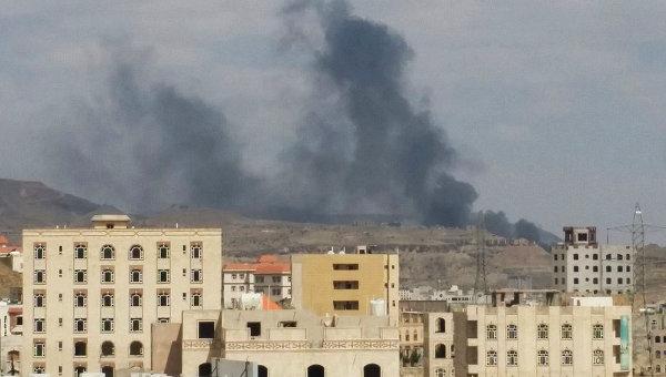 Дым над столицей Йемена Саной