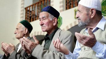 Коллективная молитва в мечети Кебир-джами в Симферополе. Архивное фото