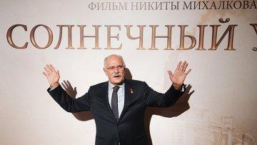 Режиссер Никита Михалков перед премьерой своего нового фильма Солнечный удар. Архивное фото