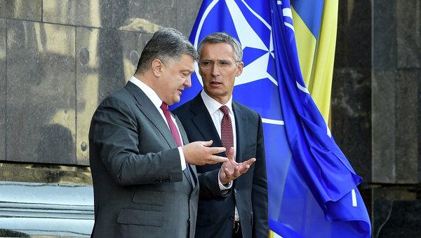 Порошенко призвал НАТО неупускать извиду войну наДонбассе