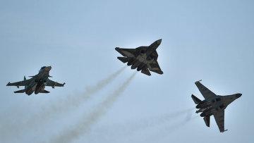 Самолеты Су-34, Т-50 и Су-35 С. Архивное фото