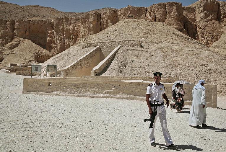 Вбедном квартале Каира отыскали таинственную статую фараона