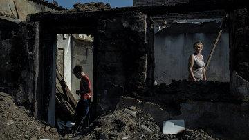 Жители поселка Старомихайловка Донецкой области. Архивное фото