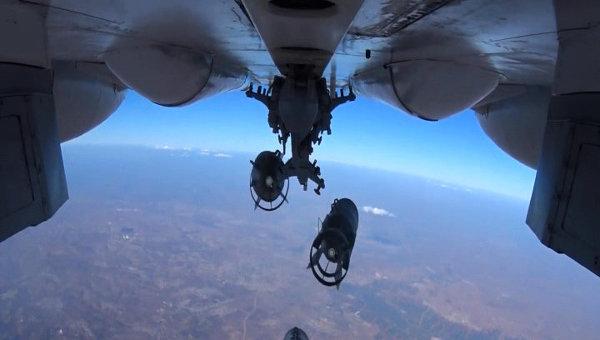 Нанесение точечных авиаударов ВКС России по укрытиям с бронетехникой и складам ГСМ
