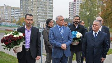 Представители сирийской диаспоры принесли цветы в посольство РФ в Минске