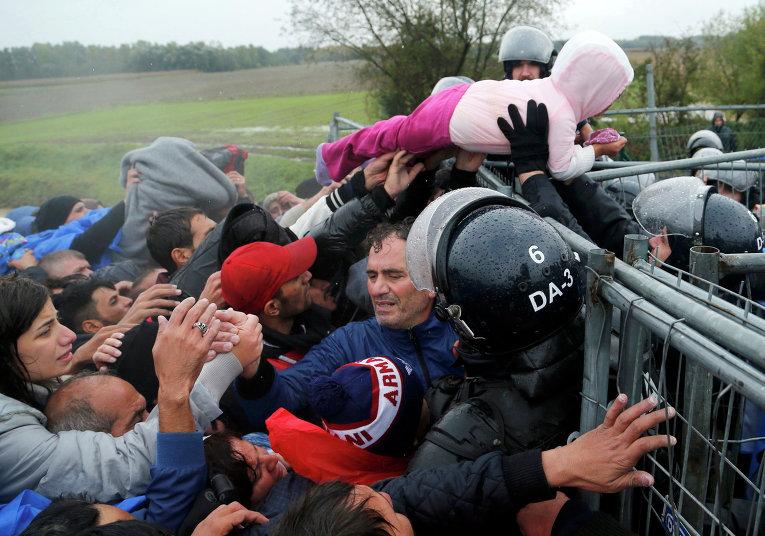 Мигранты на границе между Хорватией и Словенией