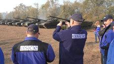 Представители ОБСЕ фотографировали отвод танков ЛНР от линии соприкосновения