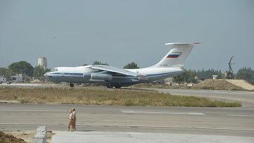 Грузовой самолет Ил-76 готовится к взлету с авиабазы Хмеймим (Латакия), Сирия. Архивное фото