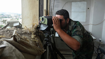 Боец Сирийской Армии на наблюдательном пункте. Архивное фото
