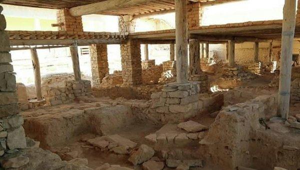 Разрушенный старинный храм в поселении Карьятейн в сирийской провинции Хомс