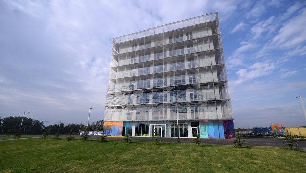 Здание Гиперкуб на территории инновационного центра Сколково в Московской области. Архивное фото