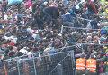 Тысячи беженцев  устроили столпотворение на границе Словении с Австрией