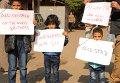 Египетские дети принимают участие в акции памяти жертв авиакатастрофы самолета, выполнявшего рейс из Шарм-эль-Шейха в Санкт-Петербург. 1 ноября 2015