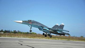 Российский бомбардировщик Су-34 взлетает с самой большой управляемой российской авиабомбой КАБ-1500. Архивное фото