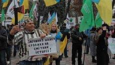 Сторонник УКРОПа вышел на митинг у Рады с плакатом против шайки Кролика